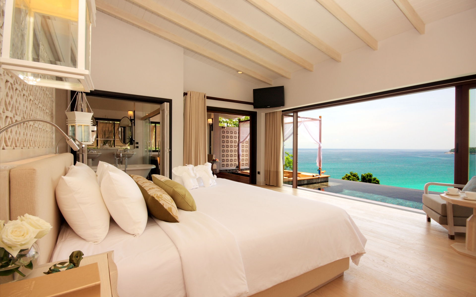 how-to-upgrade-your-hotel-room-for-free-1