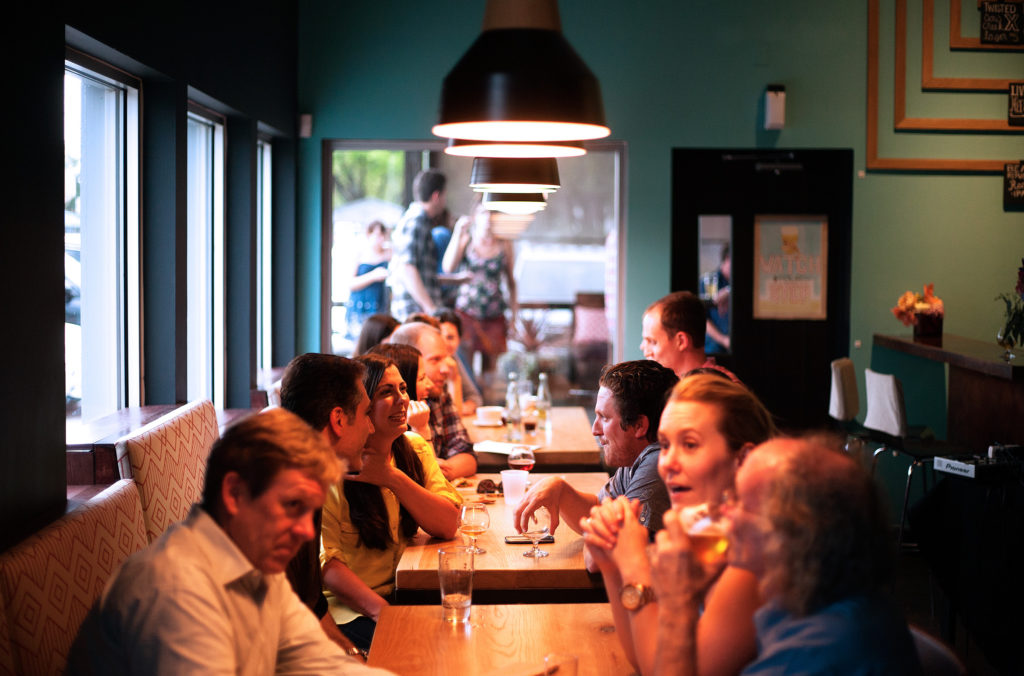 people-talking-over-drinks-wedding-planner-pr-tips