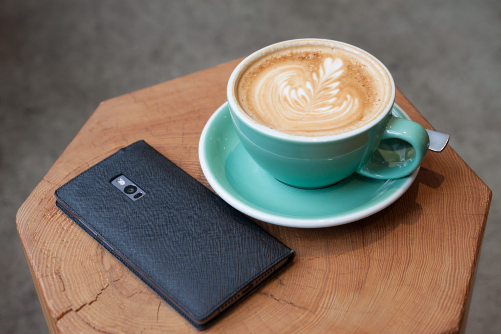 phone-coffee-coffeetable-millennials